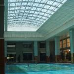 Kølig pool indendørs....