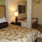 The bedroom & jacuzzi
