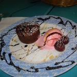 Fondant au chocolat avec boule de glace