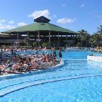 piscine et vue du lobby