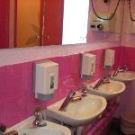 les sanitaires (étage fille)