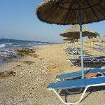La plage en face de l'hôtel