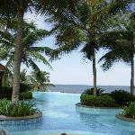 Pool mit Meerblick - nur für gehobene Hotelgäste