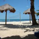 Notre plage au bas de l'hôtel...