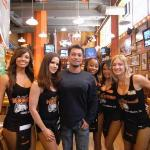 Lunch @ Long Beach hOOters!