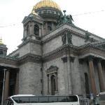 På utsiden av St.Isaac`s Cathedralen.