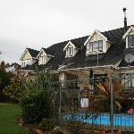 The Oak Lodge and swimming pool
