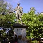 Monumento de J G Artigas en el centro de la plaza Uruguaya
