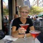 CHEERS!!  (YUMMY Pomegranate Martinis)