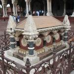 British Vice-Roy's grave inside diwan-e-aam of red fort