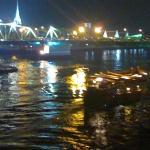 near the nightmarket.... the bridge looked so beautiful, wish i had a better camera... :' (