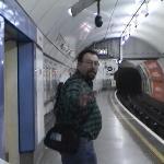Ah canijo, aca llega el metro por el otro lado.  Por Detroit, jajajaja