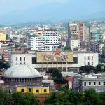 """Поглед към площад """"Скендербег"""" от Скай тауър, в центъра - Националният музей на културата."""