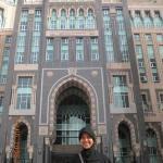 Di depan Hotel Zam-zam..letaknya tepat di depan pintu utama Masjidil Haram
