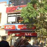 NO PODIA FALTAR, PIZZA HUT Y KFC EN EL CAIRO