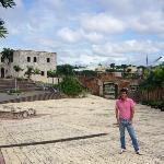 La puerta de Santo Domingo y la casa de Diego Colon en la Plaza España