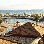 vue piscine et plage