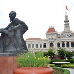 07-May Day 2~ Ho Chi Minh City 胡志明市  People's Committee Building  + 胡志明抱著小女孩銅像