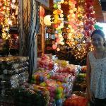 我在曼谷假日市集 和球燈合照