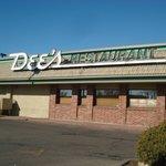 Dee's - Exterior