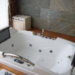 State of the art jacuzzi tub- Vegas worthy!