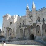 Le palais des papes, lieu principal de mon travail: forteresse gothique du 14e s., édifiée dans