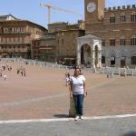 Eu, na minha praça favorita, em Siena que é, na minha opinião, a cidade mais linda da Itália