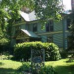 Amherst Inn- Exterior