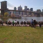 公園からブルックリンブリッジを臨む