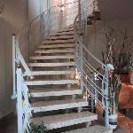Treppenaufgang zum 1. Stock (kein Aufzug vorhanden)