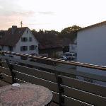 Blick vom Balkon der Westseite des Hotels auf hochverarbeitenden Betrieb