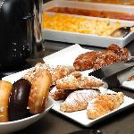 amplio desayuno buffet