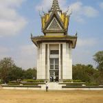 the memorial statue that holds the skulls of those found in the killing fields