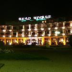 L'hotel face au lac de nuit