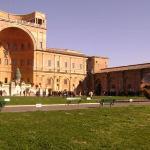 Antes de entrar a la ciudad del Vaticano, por donde está la capilla sixtina y despúes que pasamo