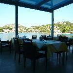 le restaurant extérieur en bord de mer