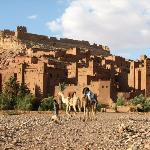 Ait Benhaddou To je eno izmed najbolje ohranjenih mest iz blata, znano kot prizorišče številnih