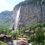 Lauterbrunnen. Murren is daar bo op die berg.