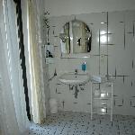 Salle de bain côté évier et balcon