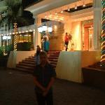 ENTRATA HOTEL DI SERA