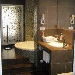Bathroom (room 314)