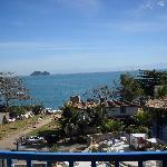 Hermosa vista de las habitaciones y salida directa a la playa Joao Fernendez.