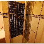 Roomy shower stall