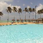 piscina com vista pro mar