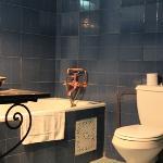 La salle de bains d'une des suites