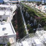 Les balcon des chambres sous la piscine