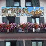 La simpatica facciata di Casa Salvaterra