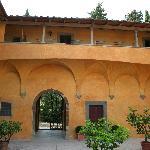 Balcony & Courtyard