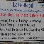 entry sign at entrance to Lake Hood
