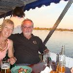 Sundowner cruise on the Zambezi: free bar, nice!